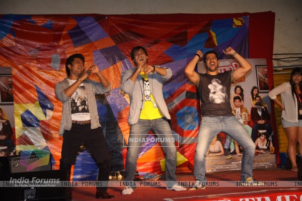 The Grand Masti team performs at Malhar festival 2013