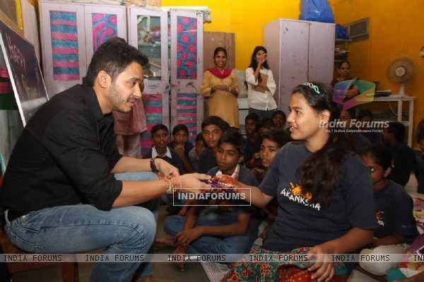 Shreyas Talpade gifts his Rakhi sisters at the NGO
