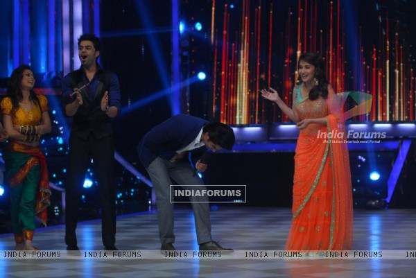 Sushant Singh Rajput bows down to Madhuri Dixit for her excellence as a performer