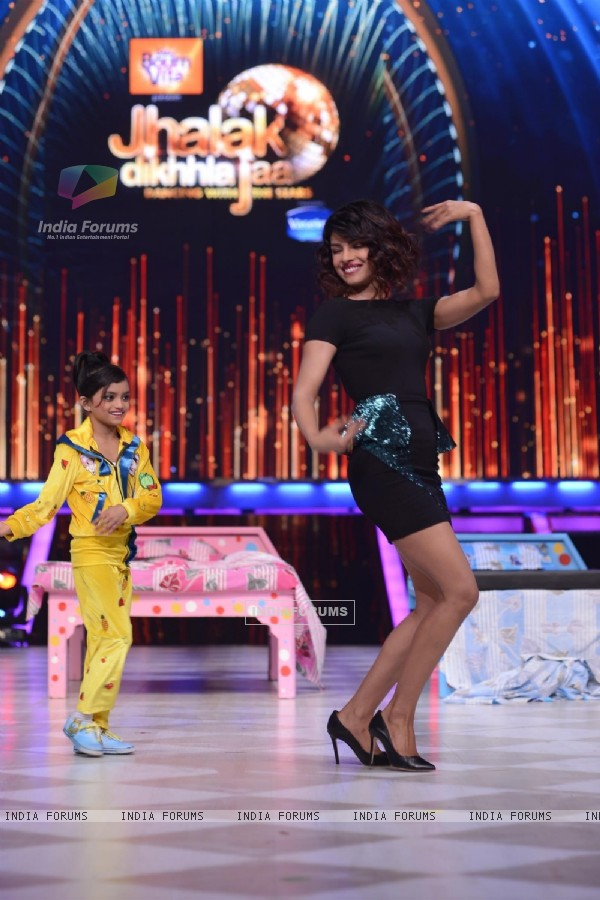 Priyanka Chopra performs with Shonali during the Promotions of Zanjeer