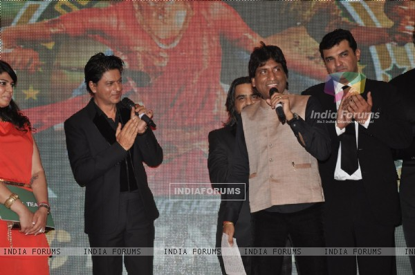 Shahrukh Khan and Siddharth Roy Kapoor clap as Raju Shrivastav speaks about their Film