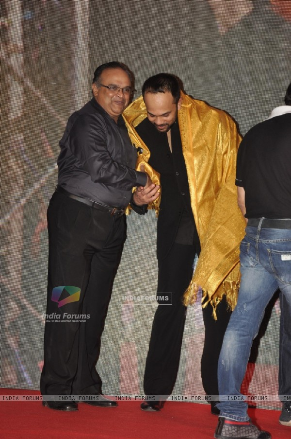 Rohit Shetty was felicitated with a golden shawl at theChennai Express success party