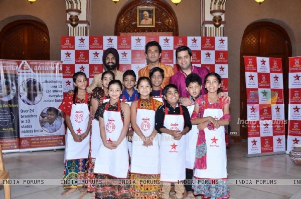 Chef Vikas Khanna, Chef Kunal Kapoor and Chef Jolly with the contestants inside the ISKON temple