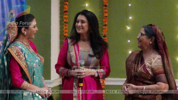 "Lalitya Munshaw Celebrates Janmashtami on the sets of ""Maatha Bhare Manjula"""