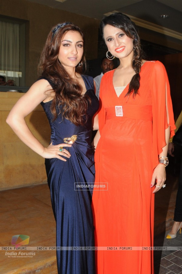 Soha Ali Khan and Bulbeer Gandhi at the Glamour Jewellery Exhibition