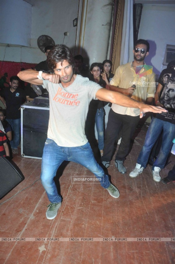 Shahid Kapoor performs at Enigma 2013