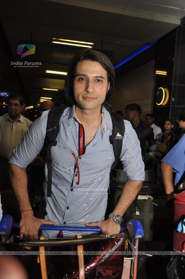 Apurva Agnihotri at Mumbai Airport leaving for SAIFTA