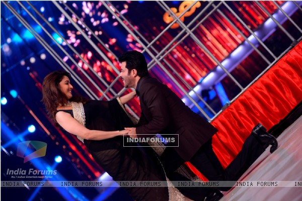 Anil Kapoor performs with Madhuri Dixit on Jhalak Dikhla Jaa