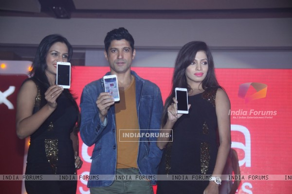 Farhan Akhtar at the launch of Intex Aqua i7