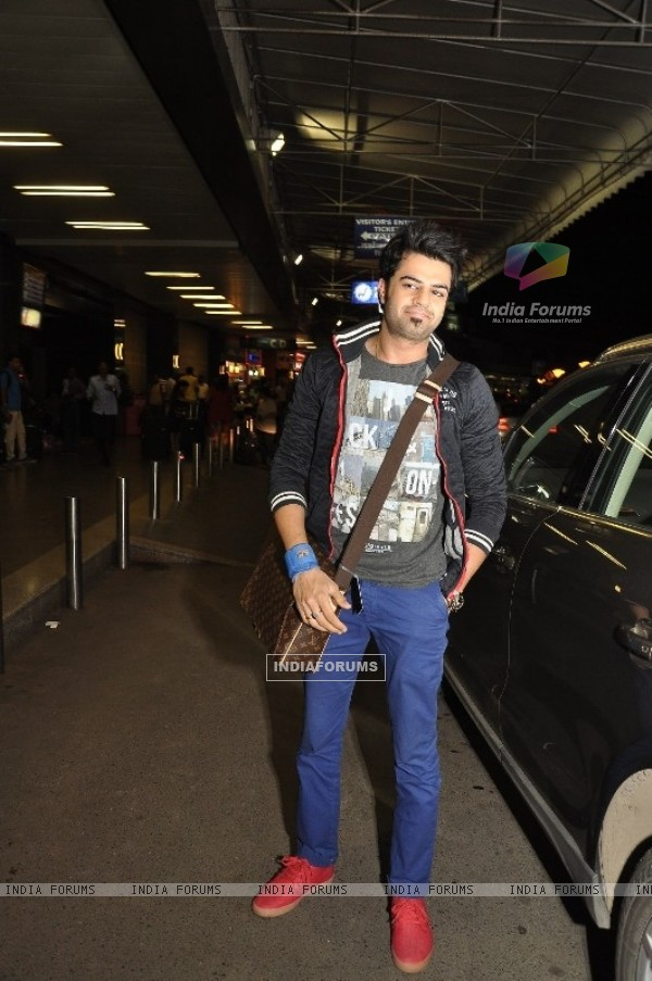 Manish Paul was seen at Mumbai Airport leaving for SAIFTA