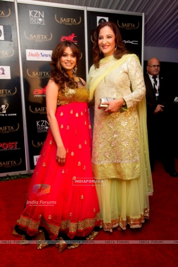 Rakshanda Khan and Shalmali Kholgade at red carpet of SAIFTA