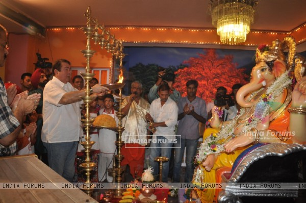 Randhir Kapoor performs the aarti for Lord Ganesha