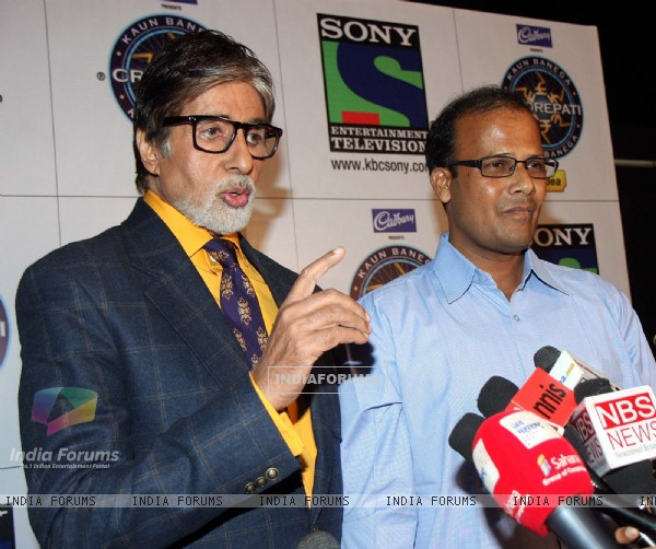 Amitabh Bachchan & the first Crorepati of KBC 2013 Mr Taj Mohammad Rangrez