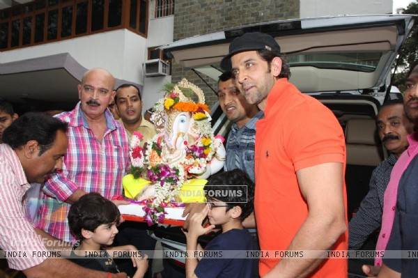 Hrithik Roshan and Rakesh Roshan during Ganpati Visarjan
