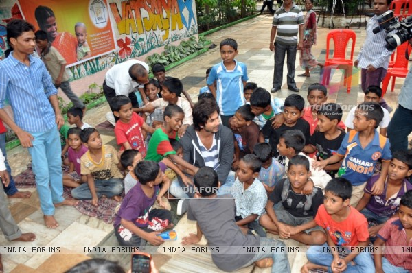 Shahid Kapoor with the NGO kids