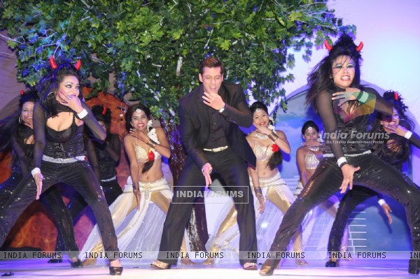 Salman Khan performs at BIGG BOSS Season 7 Press Conference