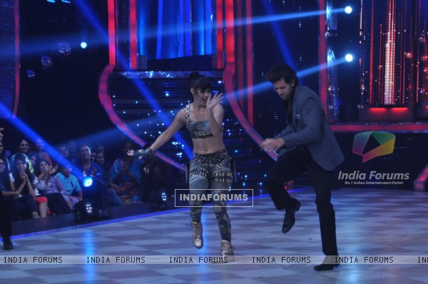 Hrithik performs with Lauren on Jhalak Dikhhla Jaa Super Finale