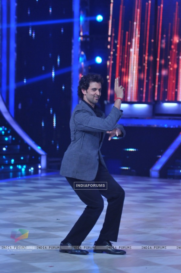 Hrithik Roshan performs on Jhalak Dikhhla Jaa Super Finale