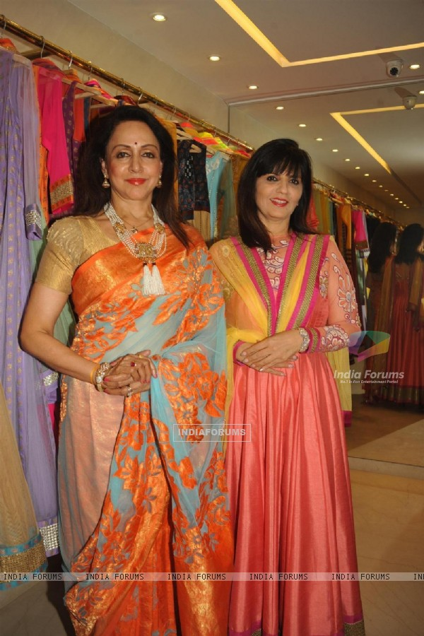 Hema Malini joins fashion designer Neeta Lulla at her flagship store