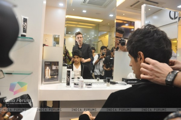 Sidharth Malhotra gets his hair styled at the Dessange International Salon & Spa