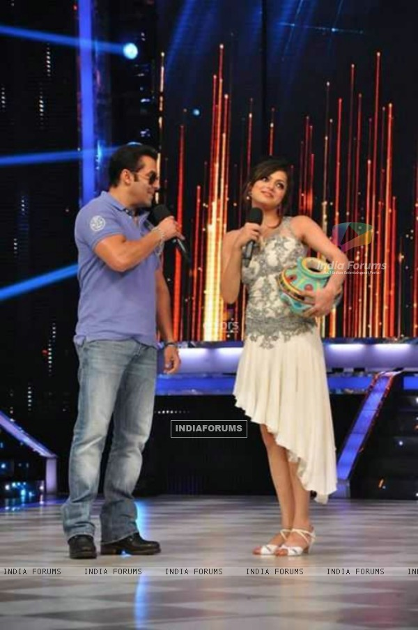 Drashti Dhami and Salman Khan In Jhalak