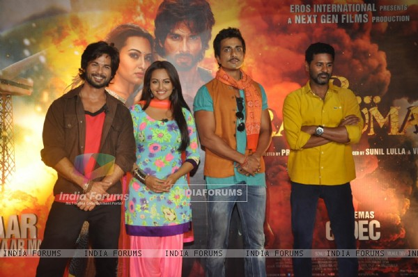 The cast of R... Rajkumar at the theatrical trailer release