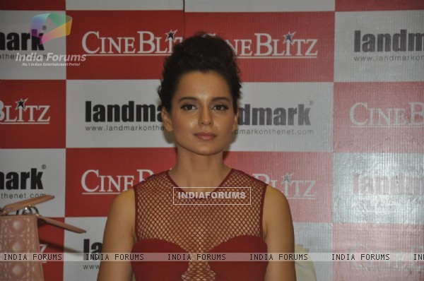 Kangna Ranaut Unveils the Cine Blitz October 2013 Issue