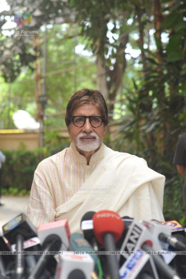 Amitabh Bachchan addresses the press at his 71st Birthday