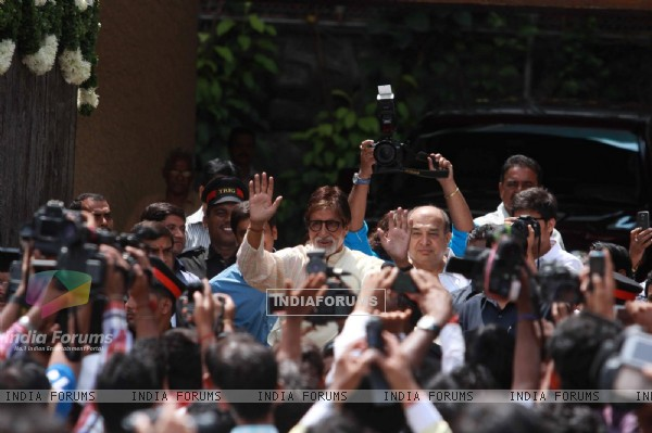 Amitabh Bachchan Celebrates his 71st Birthday