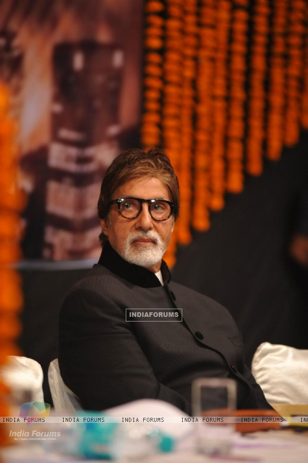 Amitabh Bachchan launches the book 'Drive Safe Mumbai'