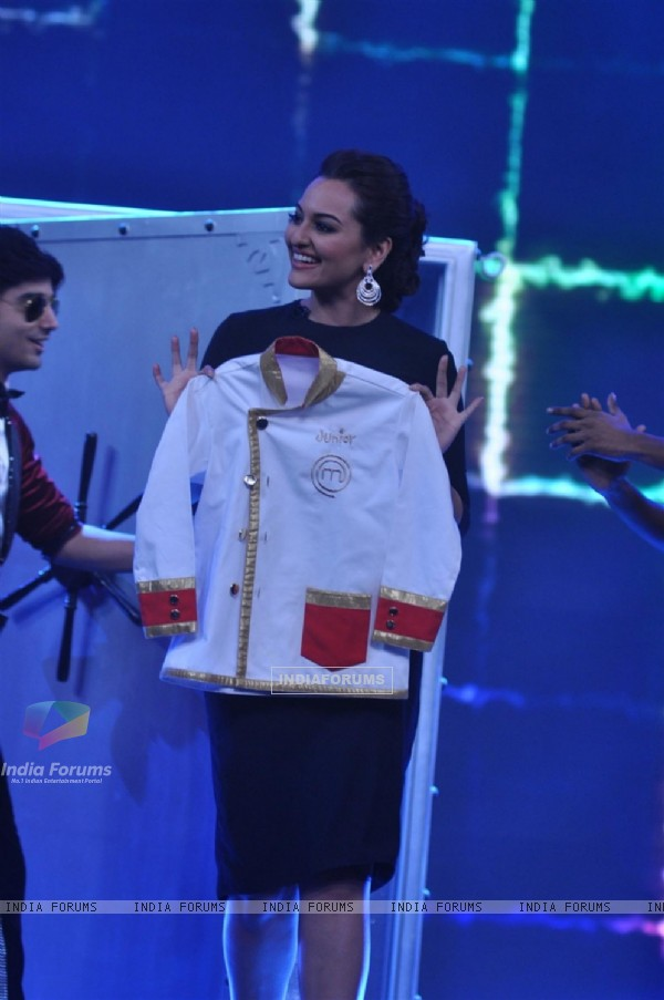 Sonakshi Sinha at 'Bulet Raja' Promotions at Junior Masterchef Grand Finale