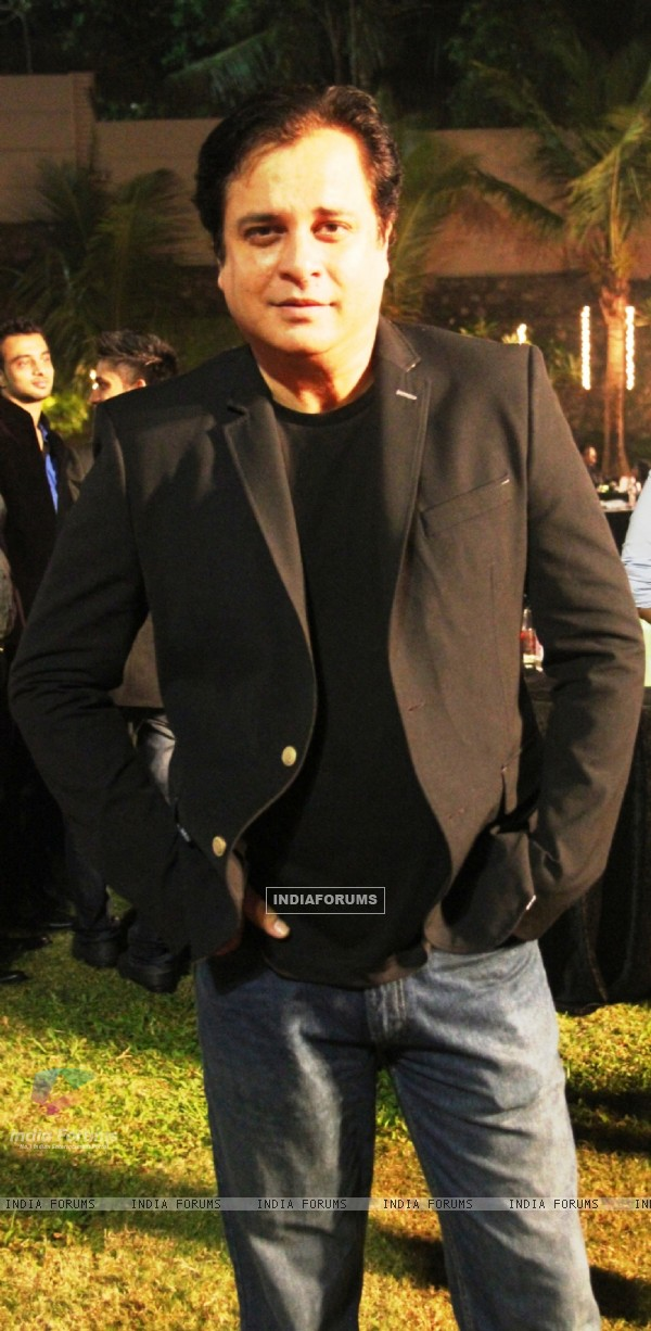 Mahesh Thakur was present at the Satya 2 Theme Party