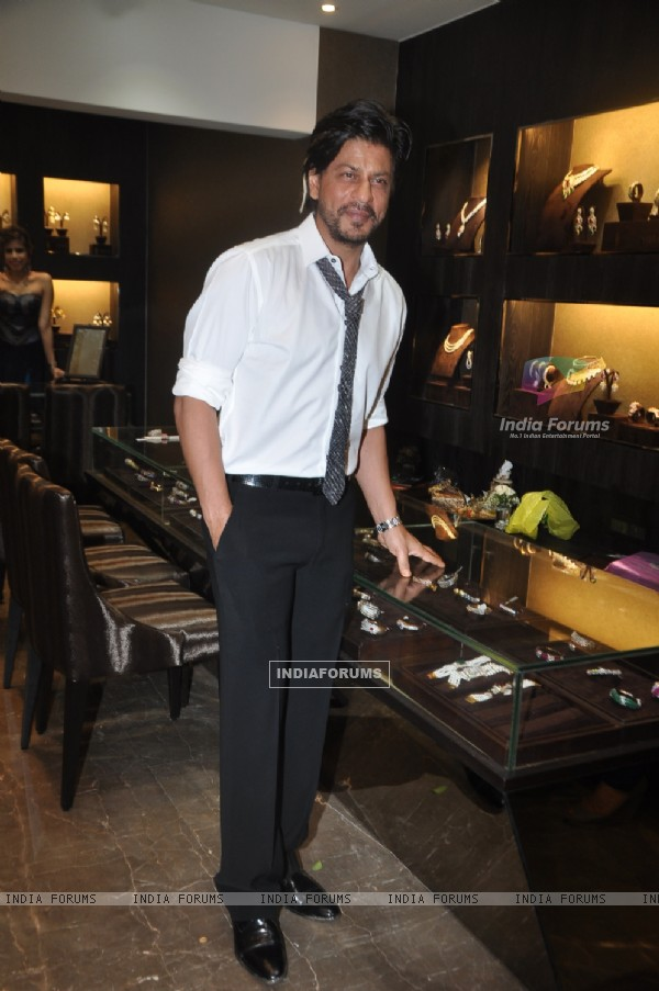 Shahrukh Khan was aeen at the Store launch of Lista Jewels