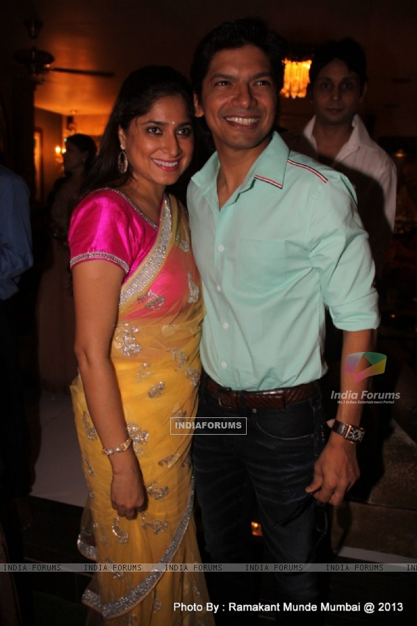 Shaan with wife at Abhijeet's Birthday Bash