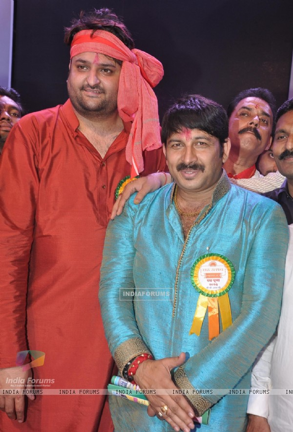 Chhath Puja Organised by Mr. Mohit Kamboj (BJP, VP, Mumbai) where Manoj Tiwari & Shweta Tiwari performed in front of 5Lac worshipers at Juhu Beach