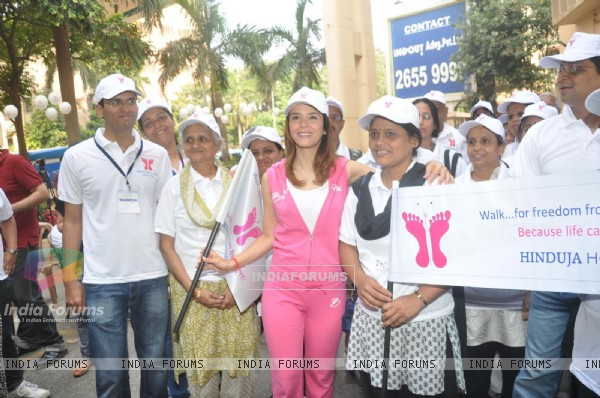 John Abraham, Raageshwari flag off 'diabetic walk'