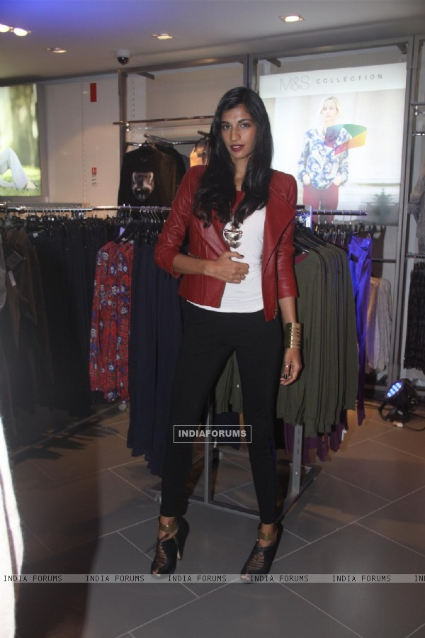 Bipasha, Sonakshi & Nita Ambani at 'Marks & Spencer' launch