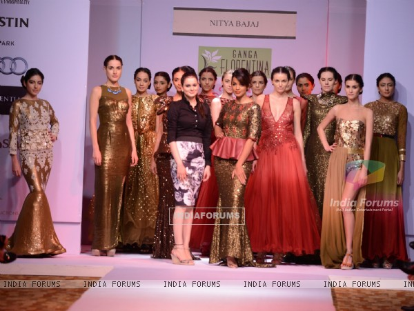 Mugdha Godse walked the ramp for Designer Nitya Bajaj at Pune Fashion Week 2013