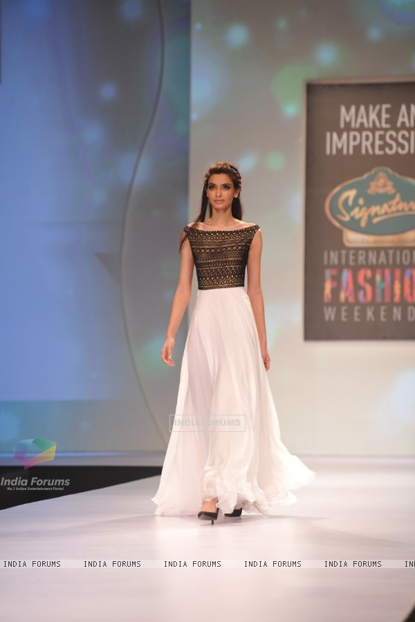 Diana Penty showstopper for Drashta at Signature International Fashion Week in Mumbai