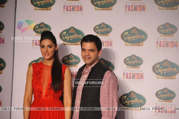 Nargis Fakhri showstopper for Nachiket Barve at Signature International Fashion Week 2013 in Mumbai