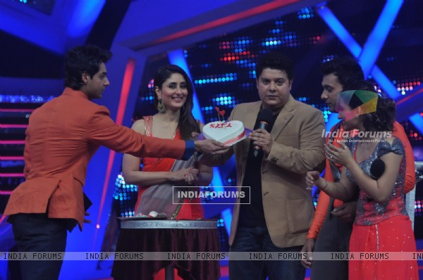 Sajid Khan shows the cake to everyone on Nach Baliye 6