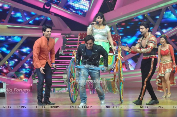 Saif tries to pull Kiku on a cart on Nach Baliye 6