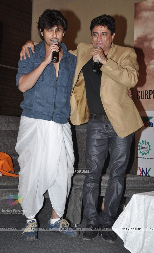 Sonu Nigam and Anand Raj Anand perform at the event