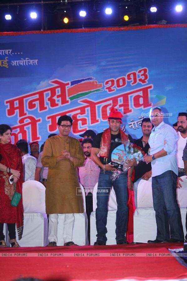 MNS chief Raj Thackeray and Actor Salman Khan inaugurated the Koli Mahotsav