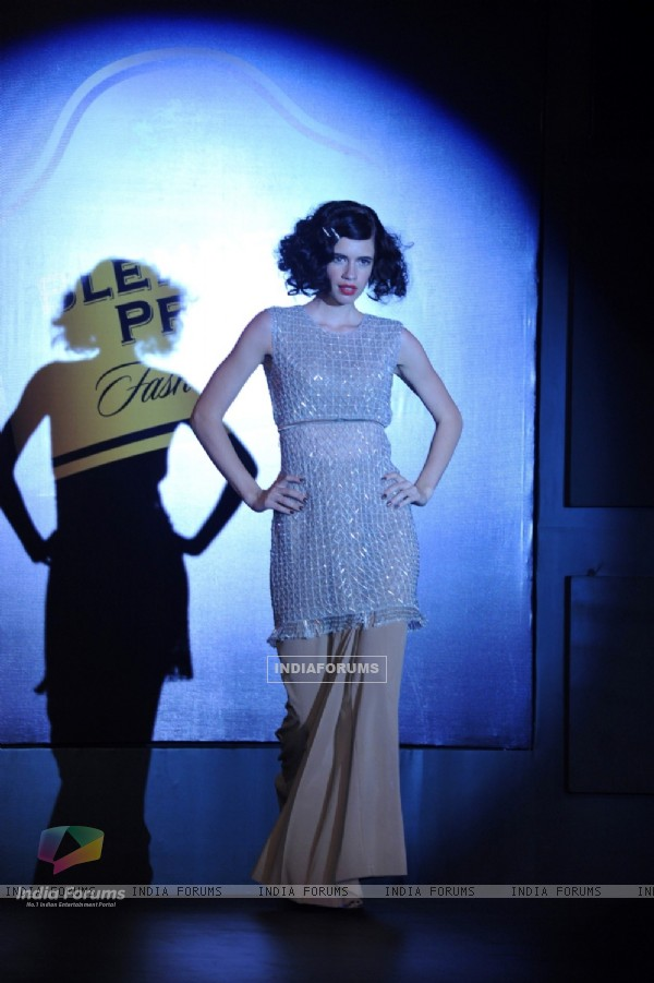 Kalki walks the ramp at the Blenders Pride Fashion Tour 2013
