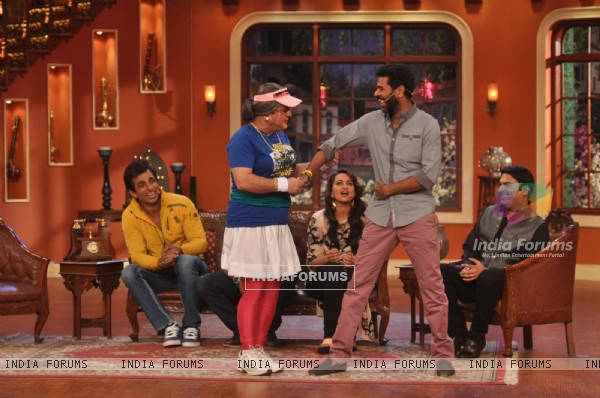 Promotion of R...Rajkumar on Comedy Nights with Kapil
