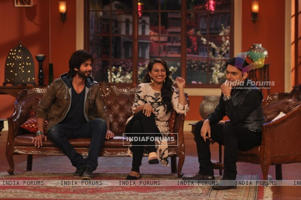 Shahid and Sonakshi Promote R...Rajkumar on Comedy Nights with Kapil