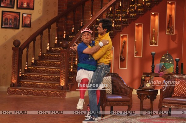 Ali Asgar and Sonu Sood perform on Comedy Nights with Kapil