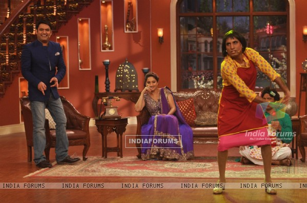Dedh Ishqiya Promotions on Comedy Nights With Kapil