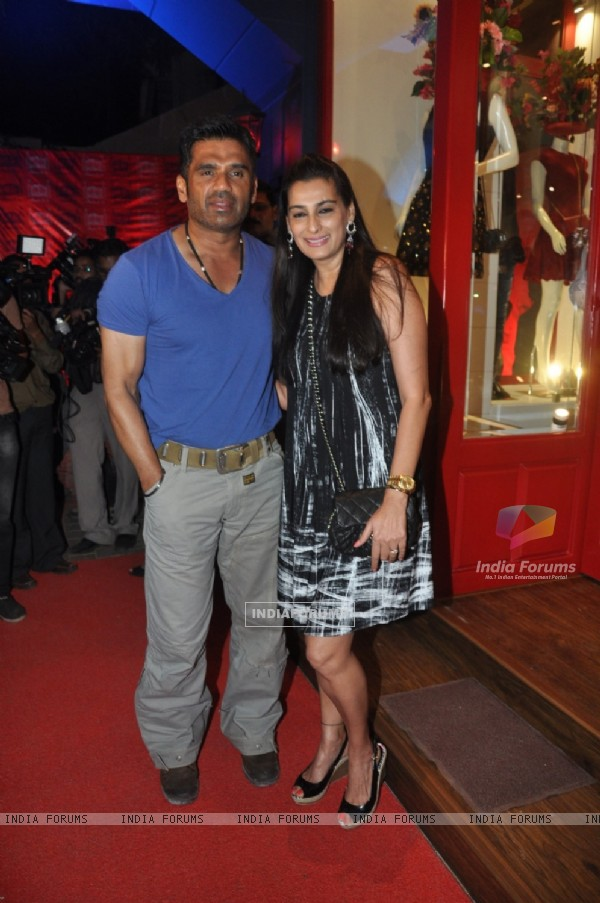 Suniel Shetty and Mana Shetty at the Launch of Store BANDRA 190